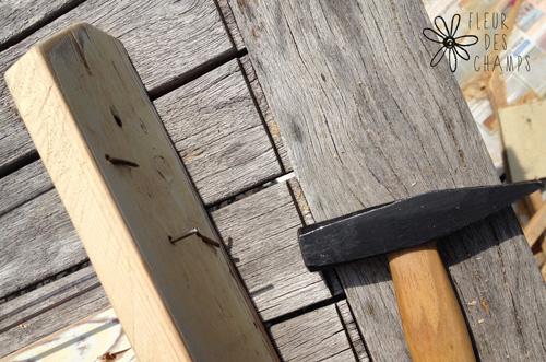 Et pour l'autre côté, j'ai simplement rabattu au marteau le bout de rayon qui dépassait. Ce n'est pas très esthétique mais là où je mettrai l'étagère, ça ne se verra pas ;-)